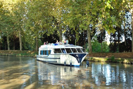 Vision 3 rental of licence-free barges on rivers and canals of France