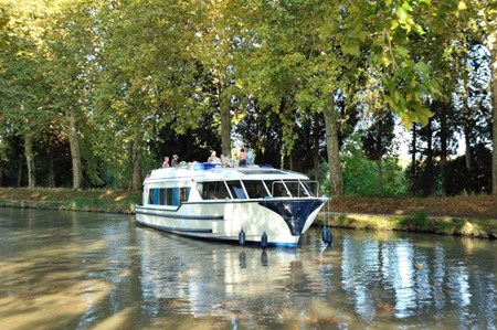 Vision 4 SL rental of licence-free barges on rivers and canals of France