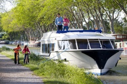 tourism stroll france holiday boat launch barging small barge
