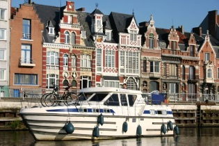 House-Boats rental Barging Belgium