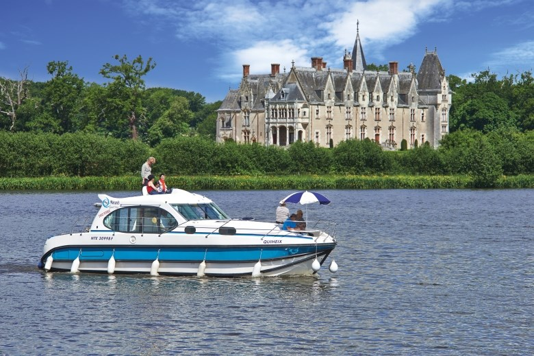 Brittany-Anjou - France - Nicols Quattro sailing on the Erdre in front of Gasherie Castle in Brittany