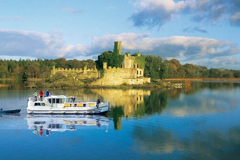 Ireland - Pénichette 1400 FB from Locaboat sailing in front of the McCermott's castle near Boyle in Irish Lough Kee