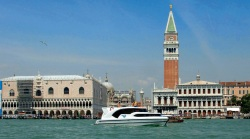 Arriving in Venice aboard your rental boat you will see from a distance the Campanile