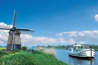 House-Boats rental Barging Netherlands